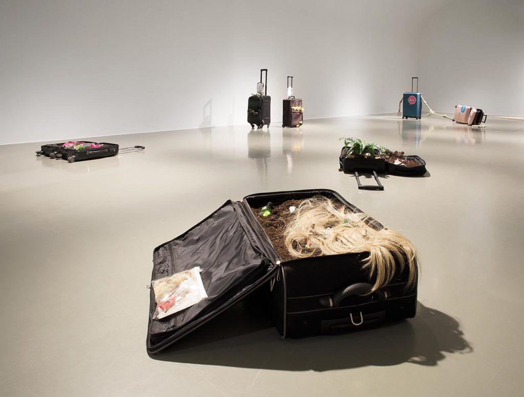 MAK-Ausstellungsansicht, 2020 CREATIVE CLIMATE CARE Sophie Gogl. Storno im Vordergrund: Sophie Gogl, Space is the Grave, 2020 MAK GALERIE © Aslan Kudrnofsky/MAK