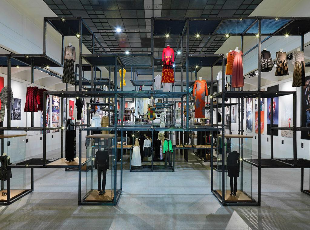 MAK-Ausstellungsansicht, 2020 SHOW OFF. Austrian Fashion Design MAK-Ausstellungshalle © Ditz Fejer/MAK
