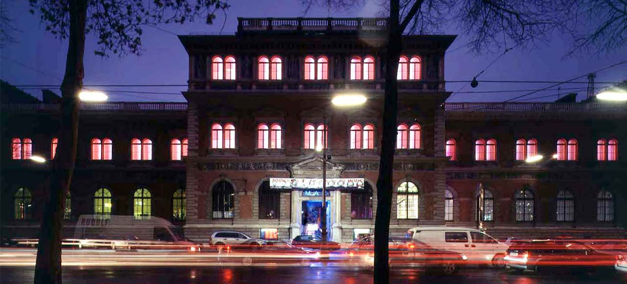 James Turrell. MAKlite, 2004, Permanente Lichtinstallation an der Fassade des MAK © Margherita Spiluttini/MAK, MAK-Programm 2017