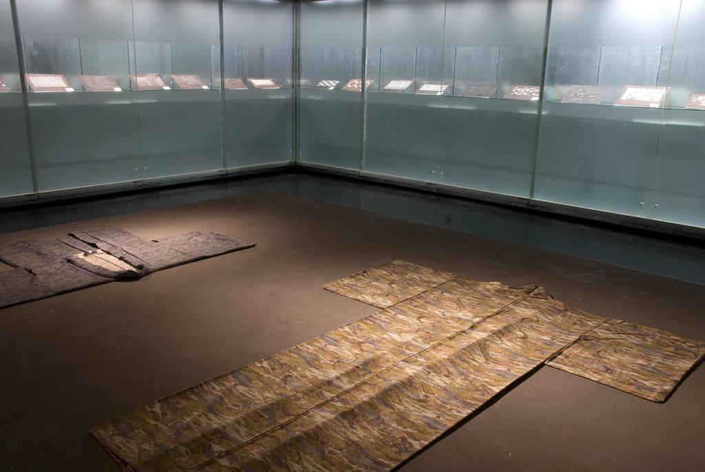 Ausstellungsansicht 2 x JAPAN. Katagami/Textilien, 2008, MAK-Schausammlung Asien © MAK/Georg Mayer Katagami im MAK