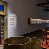 Ein Ausstellungsmöbel der Luxusklasse. Der Vitrinenschrank von Otto Prutscher im MAK