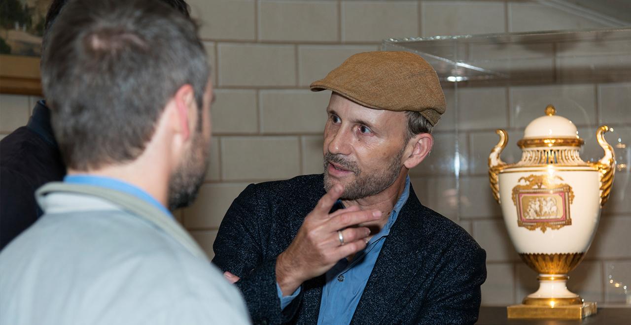 Der Künstler Michael Clegg bei der Ausstellungseröffnung MAK ART SALON #1 in der MAK-Expositur Geymüllerschlössel