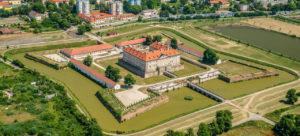 Schloss Holíč auf einer Marchinsel gelegen, gut sichtbar die Fortifikation © Mesto Holíč