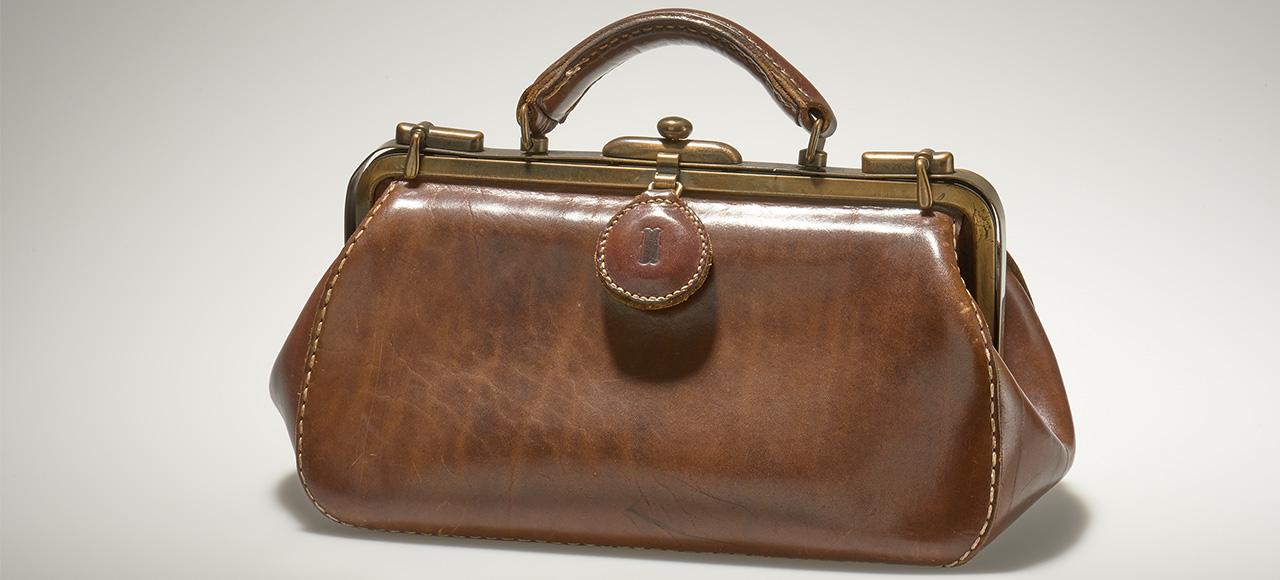 Irene Harrer, Handgefertigte Damentasche, 1979 © MAK/Georg Mayer; persönliche Erbstücke im MAK